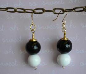Black and White Pearl Earring